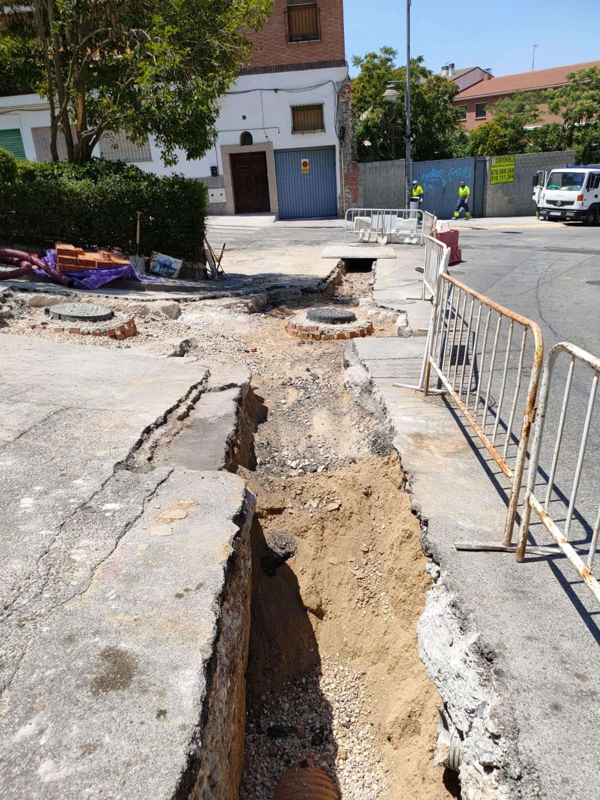 En ejecución unas obras para la renovación de colectores en las calles Isaac Peral, Juan XXIII y La Paz